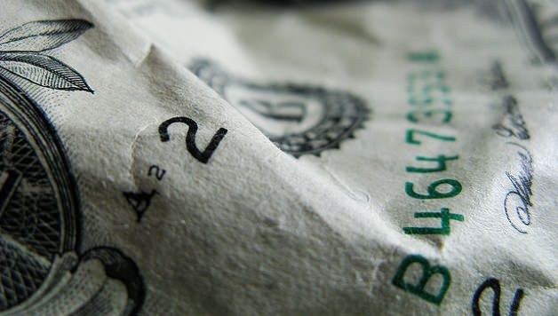 Photo by Pen Waggener, Wikimedia Commons (http://commons.wikimedia.org/wiki/File:Money_closeup.jpg), published under a Creative Commons license