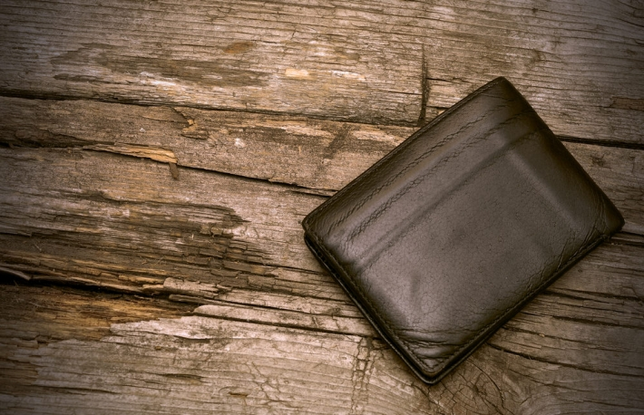 wallet-on-wood-3
