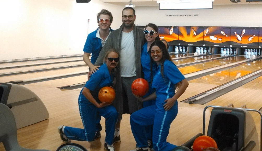 The company came fitted in full-on bowling uniforms.