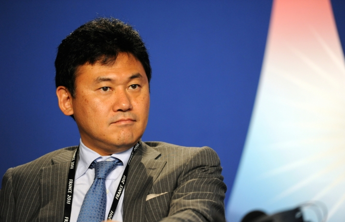hiroshi_mikitani_at_the_37th_g8_summit_in_deauville_040-2
