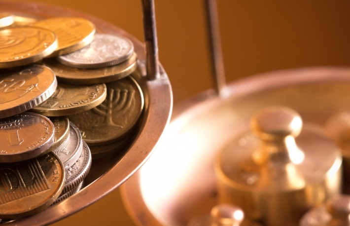 http://www.shutterstock.com/pic-88305271/stock-photo-vintage-scale-wheights-outweigh-coins-on-an-old-balance.html?src=IXGgWN4-KUbw5hHVFjQ-qw-2-43
