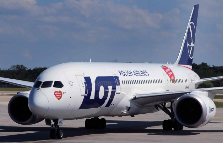http://www.shutterstock.com/pic-179090453/stock-photo-varadero-cuba-february-boeing-dreamliner-lot-polish-airlines-taxis-to-terminal-at.html?src=DSPVVdO6iSwlR4KUWfw1zA-1-1
