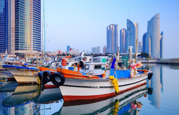 http://www.shutterstock.com/pic-133027883/stock-photo-boats-at-haeundae-busan-south-korea.html?src=_oBtLDLqGD6suqPKZkeOZA-1-1