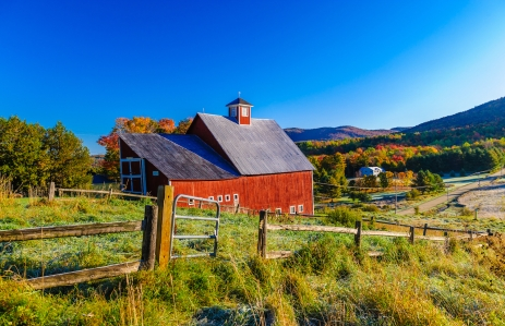 http://www.shutterstock.com/pic-271797692/stock-photo-red-barn-during-a-new-england-fall-foliage-stowe-vermont-usa.html?src=AQOcpaB70pbe19tJLYxnkg-2-7