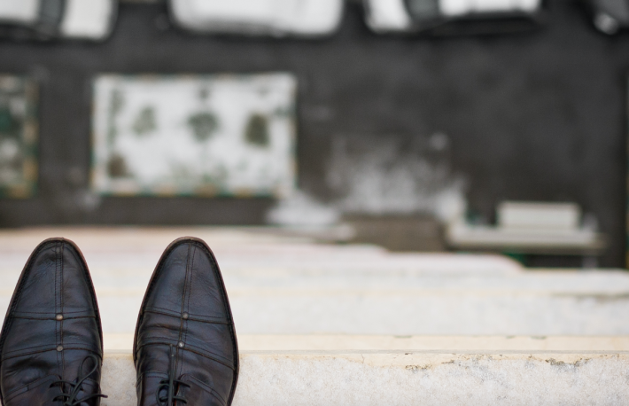 http://www.shutterstock.com/pic-402355096/stock-photo-close-up-of-man-s-feet-standing-on-the-edge-of-the-roof-top-view-on-man-s-boots-on-the-balcony-of.html?src=btdqIDHT_2zvY11Qzy1aDQ-1-70