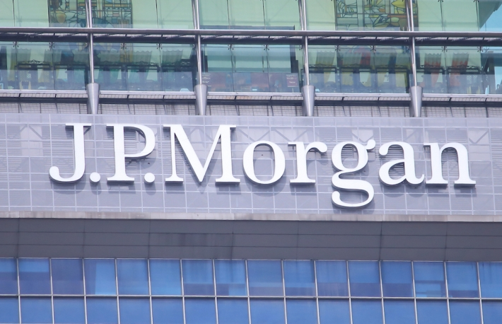 https://www.shutterstock.com/image-photo/singapore-27-may-2014-jp-morgan-201662483?src=_hmcRnaUgGVThBaXCHoA9Q-1-11&studio=1