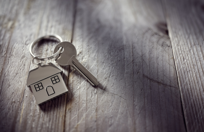 https://www.shutterstock.com/pic-376319617/stock-photo-house-key-on-a-house-shaped-keychain-resting-on-wooden-floorboards-concept-for-real-estate-moving-home-or-renting-property.html?src=-p95dCmi2TLIXngQ7-ab6A-1-5