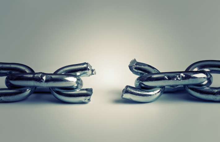 https://www.shutterstock.com/image-photo/conflict-business-concept-broken-chain-252203737?src=tkizExj4vOBsR6d20HY-4A-1-0
