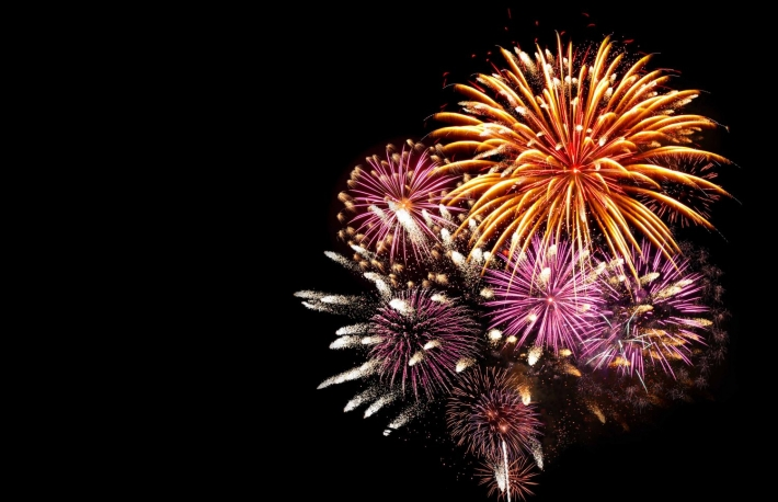 https://www.shutterstock.com/pic-216032050/stock-photo-fireworks-light-up-the-sky-with-dazzling-display.html?src=fm-kIpJ2ybCEkssPLNkODQ-1-3