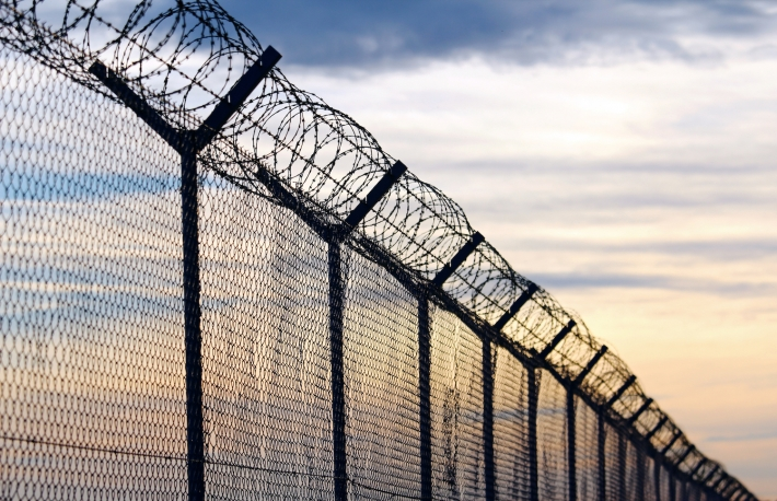 https://www.shutterstock.com/image-photo/silhouette-barbed-wire-fence-against-cloudy-572543371?src=muA1XB8mi222YNENpjRMpw-1-3
