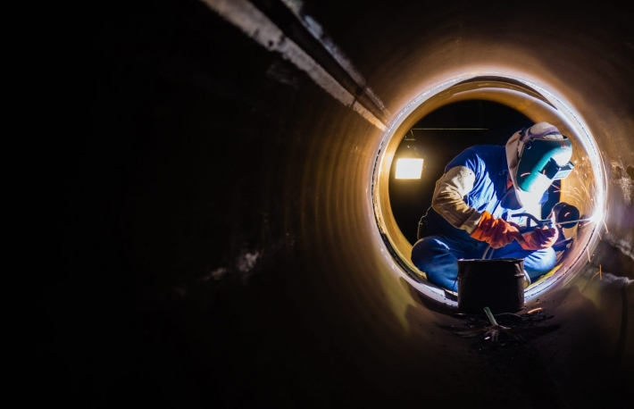 https://www.shutterstock.com/image-photo/workers-welding-work-night-pipeline-271098719?src=QY3KJS8ouQl3MAKlm2Vtog-1-41