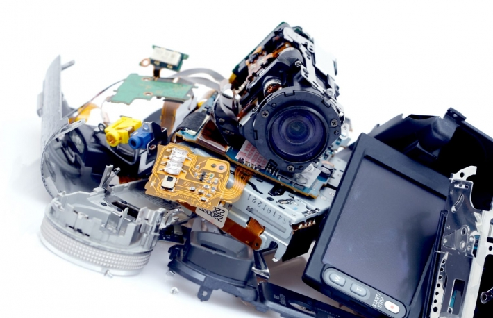 https://www.shutterstock.com/image-photo/broken-camera-39992596?src=-pyCK7h99hk2CXwfmRLg-Q-1-62