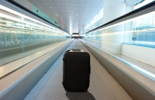 https://www.shutterstock.com/image-photo/lost-suitcase-airport-155024087?src=CpdNgz_NoFDzPmM__UaUBA-1-6