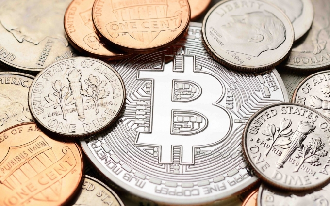 https://www.shutterstock.com/image-photo/silver-bitcoin-different-us-coins-penny-523924315