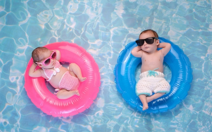 https://www.shutterstock.com/image-photo/two-month-old-twin-baby-sister-533865133?src=bCXds6cNCTFxAT-NQrJV9g-1-0