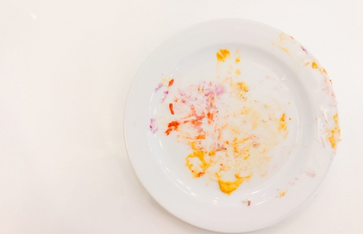 https://www.shutterstock.com/image-photo/empty-white-plate-crumbs-cream-after-483126187