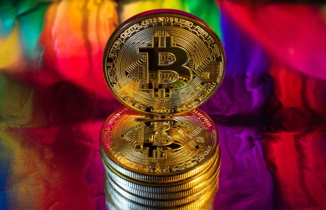 https://www.shutterstock.com/image-photo/photo-cryptocurrency-physical-golden-bitcoin-coin-644702971?src=pPtTeCJK3hpCM-Ad5Fi3TA-1-74