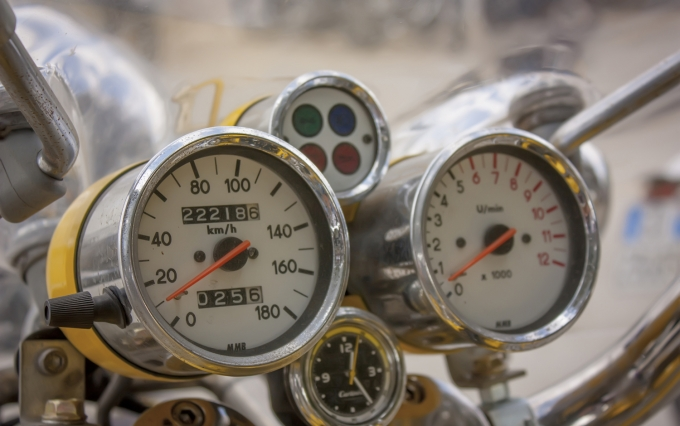 https://www.shutterstock.com/image-photo/speedometer-vintage-motorcycle-worn-chrome-by-606150452?src=fSqNrP4aT_4t7Zi4JA6ylA-1-20