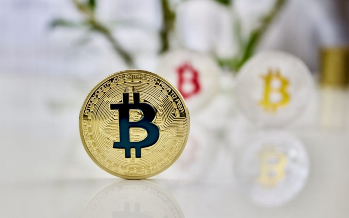 https://www.shutterstock.com/image-photo/cryptocurrency-physical-colored-bitcoin-coins-pink-647109103