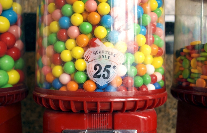 https://www.shutterstock.com/image-photo/bubble-gum-machine-dispenser-25-cents-684190447?src=library