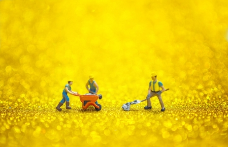 https://www.shutterstock.com/image-photo/person-worker-digging-mining-gold-521145148