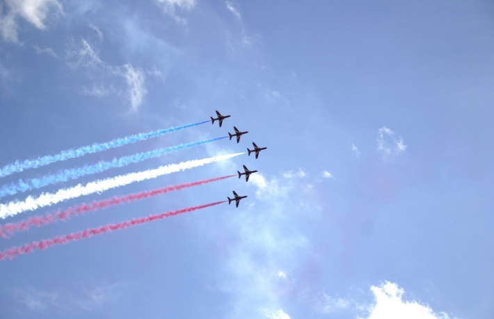 https://www.shutterstock.com/image-photo/red-arrows-display-team-1875404