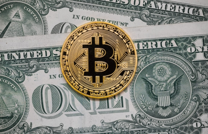 https://www.shutterstock.com/image-photo/golden-bitcoin-on-money-bills-background-666270961?src=A6kr4o-QdGt4nssD5XwgJg-1-69