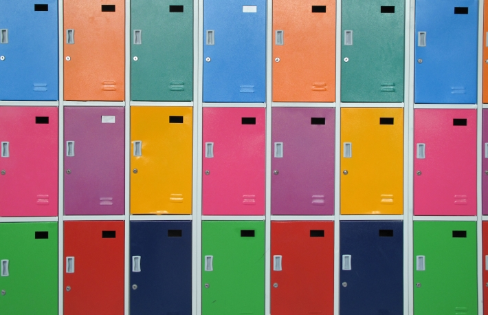 https://www.shutterstock.com/image-photo/colorful-lockers-128189444?src=pVtqpgIVu84cJJ5414Ixkw-1-34