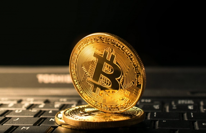 https://www.shutterstock.com/image-photo/close-golden-bitcoin-coin-crypto-currency-700963963?src=hIyVjMnc2bzixdHliIJwGA-1-40