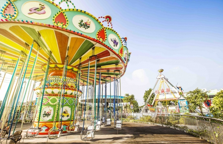 https://www.shutterstock.com/image-photo/colorful-carousel-attraction-park-510708922?src=DfuU_JDrMkBX0LB1xXe2NQ-3-9