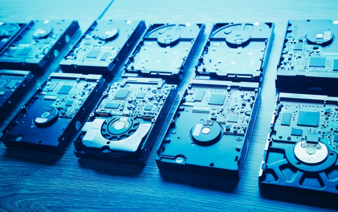 https://www.shutterstock.com/image-photo/hard-disk-drives-rows-blue-tone-540834766?src=zmeIEbmGkElkgwoculsQmw-1-25