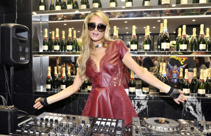 https://www.shutterstock.com/image-photo/june-2017-paris-hilton-dj-set-678782695?src=ZzblzH-eRy2dq16ryMaG9Q-1-11