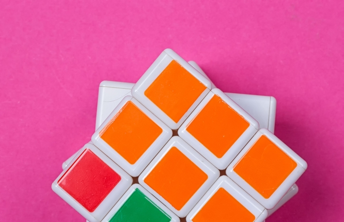 https://www.shutterstock.com/image-photo/kyiv-ukraine-august-25th-2017-rubiks-702691693?src=-_1NmPTrb8Hy3EUhm15zhQ-2-95