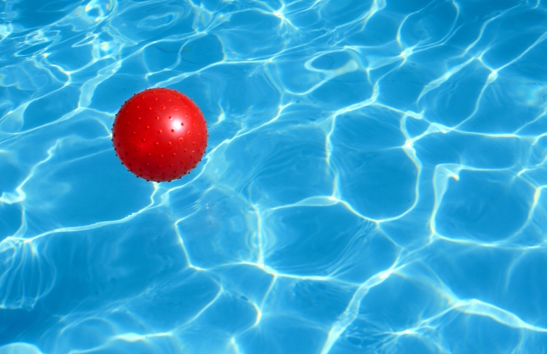https://www.shutterstock.com/image-photo/red-ball-floats-pool-22051249?src=RpDKyJYNn0zLJOl9pv_gsw-1-1