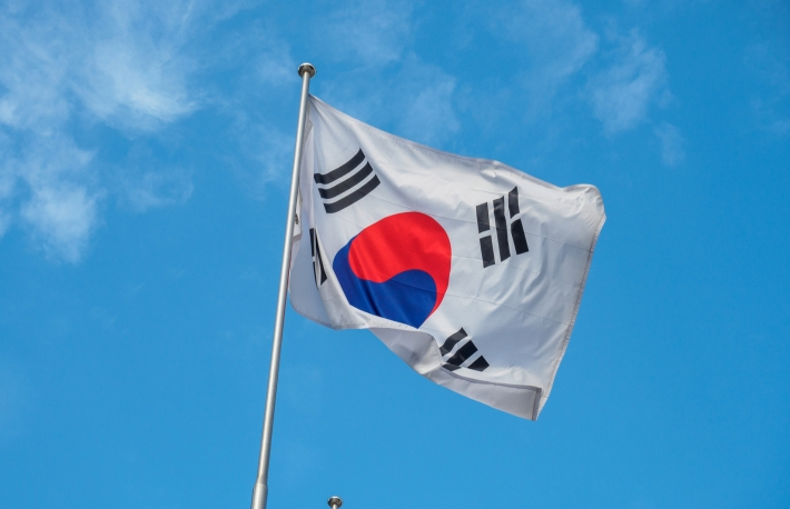 https://www.shutterstock.com/image-photo/south-korean-flag-waving-on-wind-506459752?src=V6cg_xg-dEiD5oEmB88QWQ-1-26