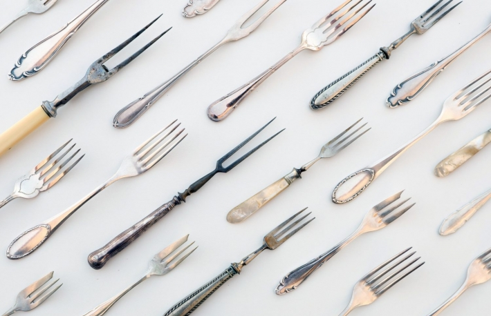 https://www.shutterstock.com/image-photo/many-vintage-forks-old-cutlery-beautiful-529596301?src=My5TxAIE2eEiOduuKHEP5A-1-48