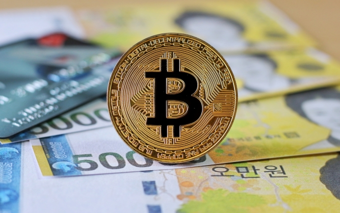 https://www.shutterstock.com/image-photo/golden-bitcoin-on-south-korea-won-791058655?src=fISy64s8ygzxtQ5qWVKLFg-1-45