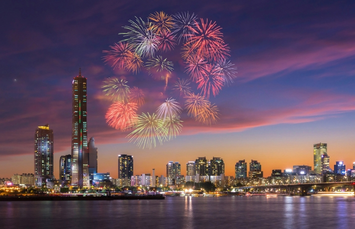 https://www.shutterstock.com/image-photo/fireworks-festival-seoul-city-south-korea-300647606?src=u0TlD_Y_oqJygfeKA1QNHQ-1-39