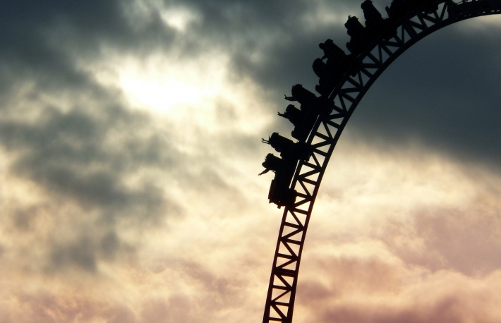 https://www.shutterstock.com/image-photo/people-on-roller-coaster-going-down-333843437?src=ej8E8sLSSwltqsaxMoTIrA-1-12