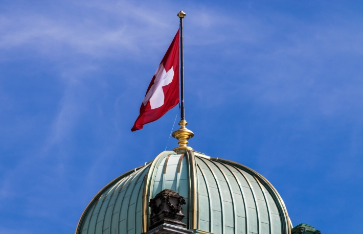 https://www.shutterstock.com/image-photo/cupola-swiss-flag-on-federal-palace-709602349?src=xgIeXcLcG2Kcp7Jh90b8pQ-1-5