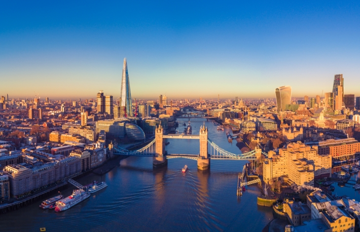https://www.shutterstock.com/image-photo/aerial-panoramic-cityscape-view-london-river-551334580?src=d1sGJRF80XTsJEanoNCFfw-1-6