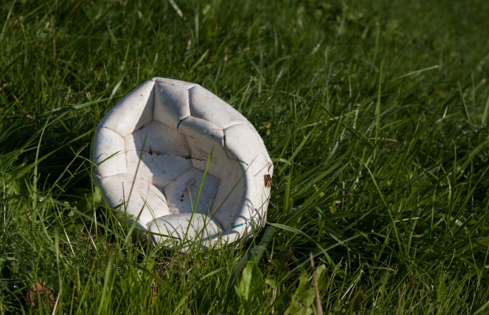 https://www.shutterstock.com/image-photo/deflated-soccer-ball-on-green-grassdeflated-720791413?src=MpjZN7Acn72NwSLg6WuxAw-1-3
