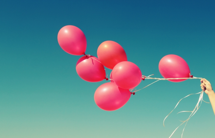 https://www.shutterstock.com/image-photo/red-balloons-on-background-blue-sky-180183584?src=BKAaEvBB_xQZqy2lcuqwaA-1-86