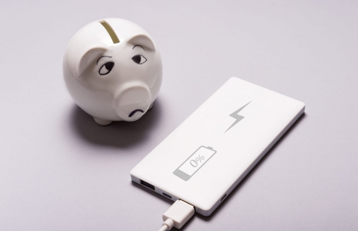 https://www.shutterstock.com/image-photo/sad-piggy-bank-low-power-charging-786514996