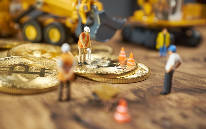 https://www.shutterstock.com/image-photo/miniature-figure-people-working-on-cryptocurrency-1023870007?src=1dlwxbrieEfCAF8UFd52Cg-1-36