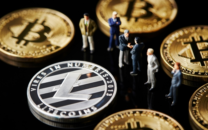 https://www.shutterstock.com/image-photo/cryptocurrency-coins-miniature-men-1019927755?src=c0lQYpQ0eZpATSR0j6vWag-1-0