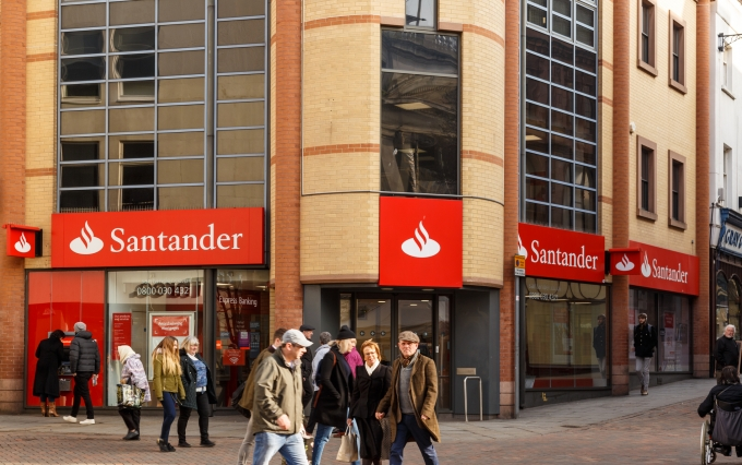 https://www.shutterstock.com/image-photo/nottingham-england-february-13-santander-bank-578441287?src=8WZrdFE4SFQy92gzERX8Ew-1-9