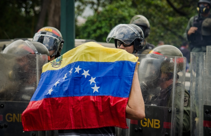 https://www.shutterstock.com/image-photo/caracas-venezuela-april-26-2017-protest-750949015?src=J4pprnDo459OGh1G_553bg-1-15