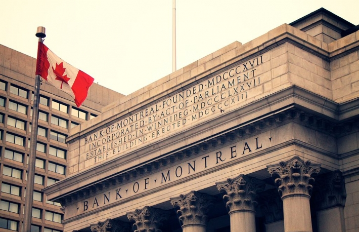 https://commons.wikimedia.org/wiki/File:Bank_of_Montreal_Portage_and_Main_Street_Winnipeg.jpg