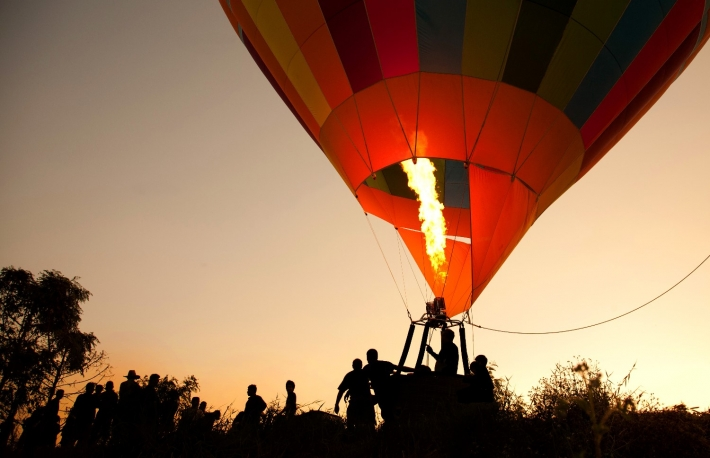 https://www.shutterstock.com/image-photo/silhouette-hot-air-balloon-landing-many-70734517?src=Vof9IG5j3TVCTbdH057lqw-1-25